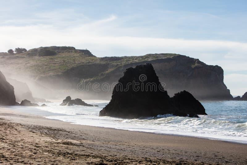 Toneelstrand in Noordelijk Californië dicht bij San Francisco royalty-vrije stock afbeelding