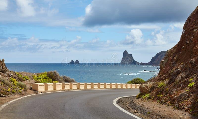 Toneelweg op de kust van de Atlantische Oceaan van Tenerife stock foto's
