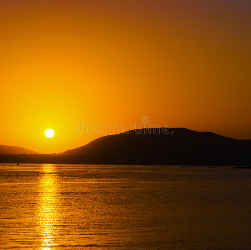Download Toneelzonsondergang In Alghero Stock Foto - Afbeelding bestaande uit strand, getijde: 54078578