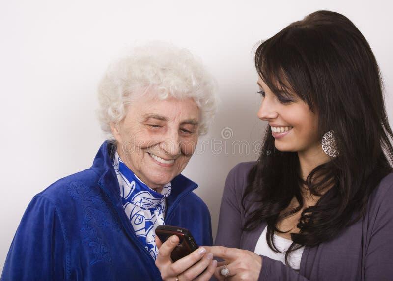 Tonend Oma Mijn Telefoon royalty-vrije stock foto's