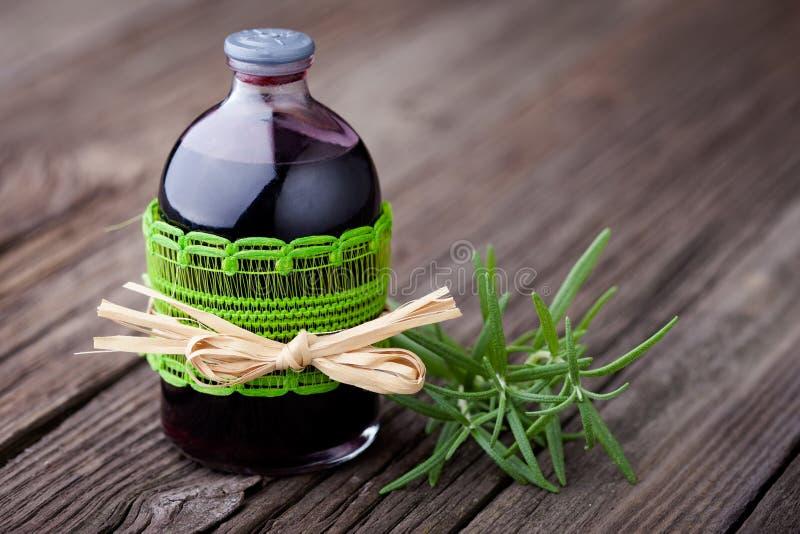 Toner naturale dei capelli del vino e dei rosmarini diy fotografia stock