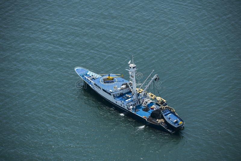 Tonfiskfiskebåt royaltyfria bilder
