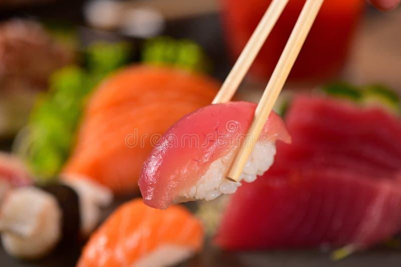 TonfiskNigiri Sushi royaltyfria foton
