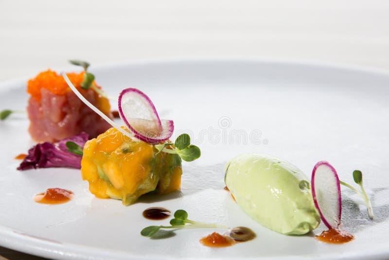 Tonfisksashimi med glass arkivfoton