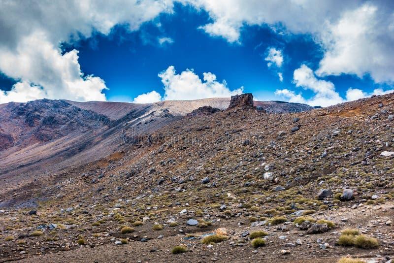 Tongariro Alpejski skrzyżowanie - kłoszenie w kierunku Czerwonego krateru zdjęcie royalty free