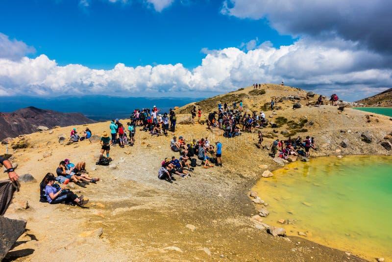 Tongariro Alpejski skrzyżowanie - Szmaragdowy jezioro obrazy stock