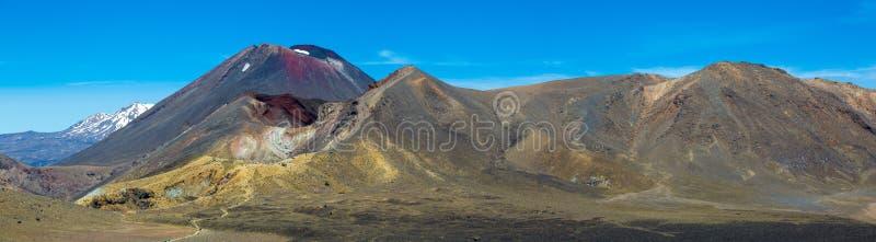 Tongariro Alpiene Kruising - het Nationale Park van Tongariro stock afbeelding