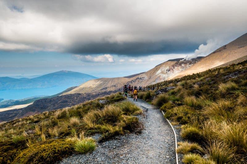 Tongariro alpin korsning - Tongaririo nationalpark royaltyfri foto