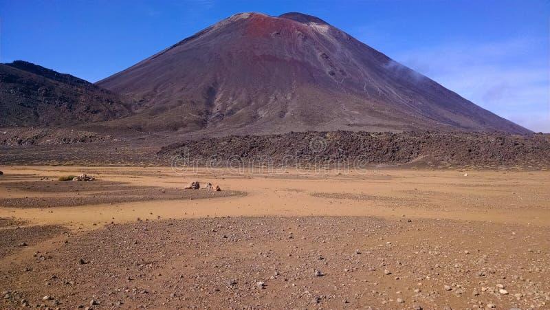 Tongariro croisant le volcan de désert du Nouvelle-Zélande images libres de droits