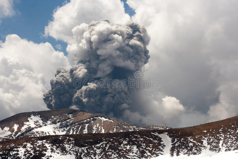 Tongariro vulkanische Eruption stockbilder