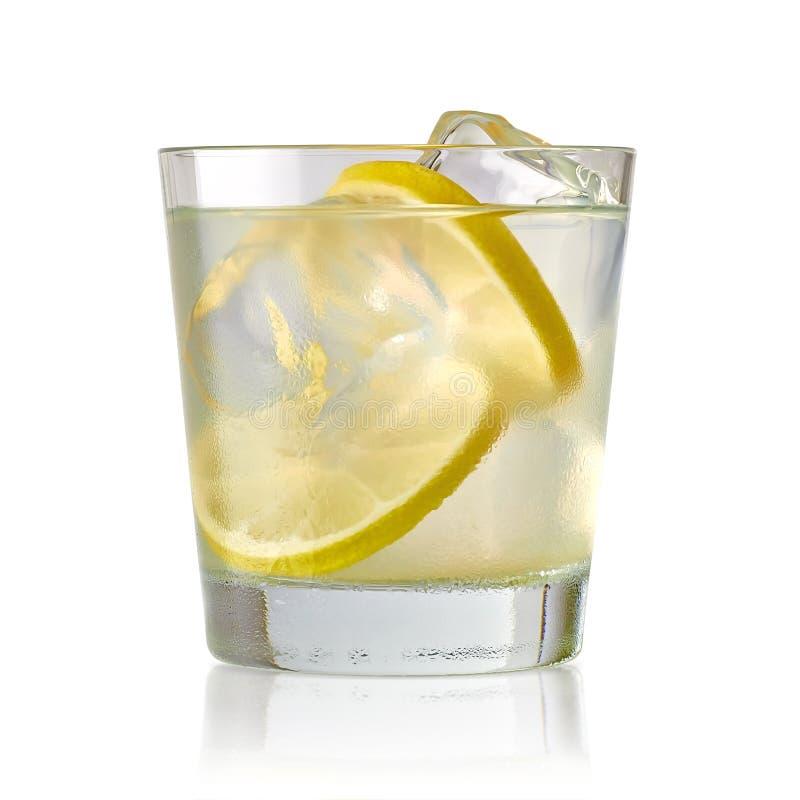 Tonique de chaux, de vrille ou de genièvre de vodka photographie stock libre de droits