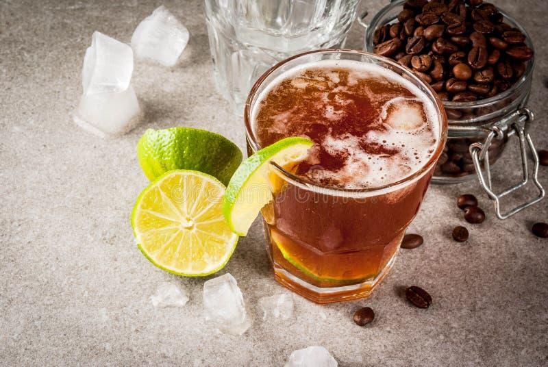 Tonisches Getränk des Espressos lizenzfreie stockbilder