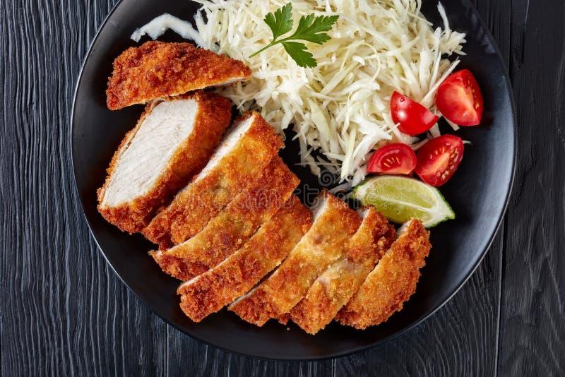 Tonkatsu - le panko a pané la côtelette cuite à la friteuse de porc photos libres de droits