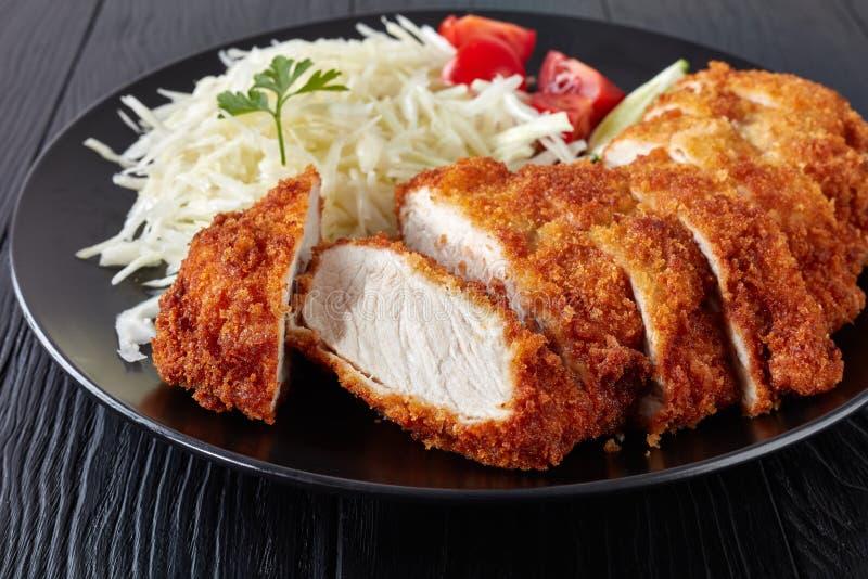 Tonkatsu - le panko a pané la côtelette cuite à la friteuse de porc photo libre de droits