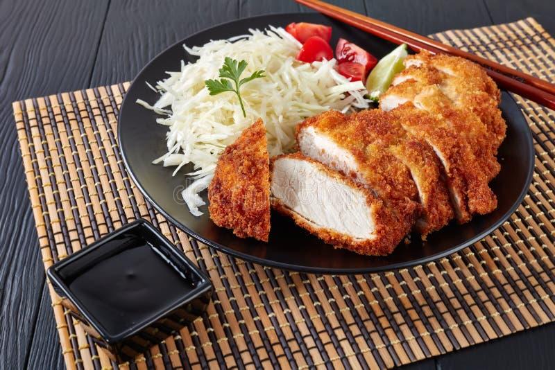 Tonkatsu - le panko a pané la côtelette cuite à la friteuse de porc image stock