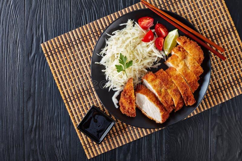Tonkatsu - le panko a pané la côtelette cuite à la friteuse de porc photographie stock