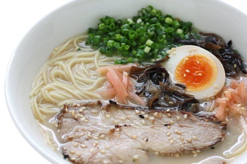 Tonkotsu bouillon d 39 os de porc ramen des nouilles japonaises photos stock image 17424673 - Bouillon d os ...