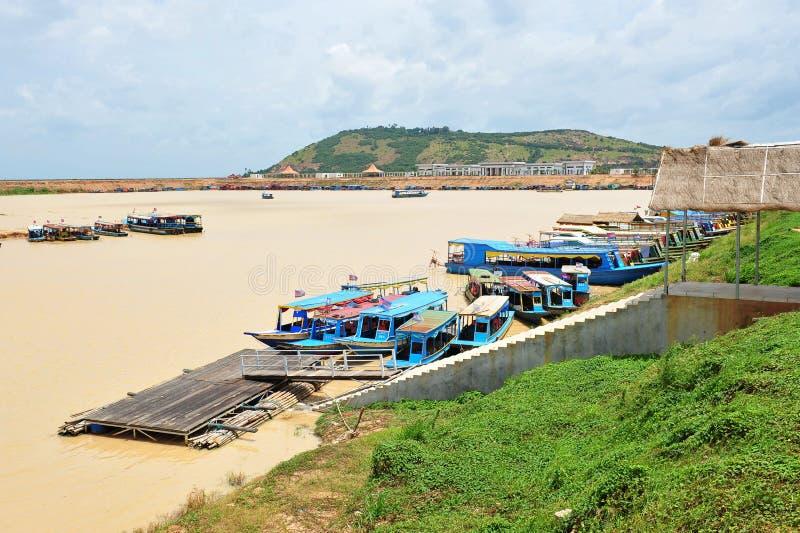 Tonle underminerar lakefartygbryggan arkivfoton
