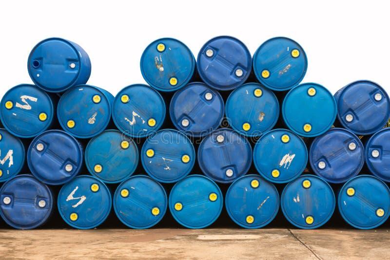 Tonneaux à huile dans la pompe à gaz photo libre de droits
