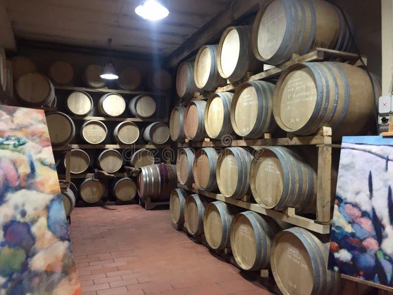 Tonneaux de vin de chianti images libres de droits