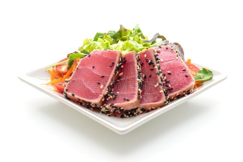 tonno fresco crudo con insalata di verdure immagine stock libera da diritti