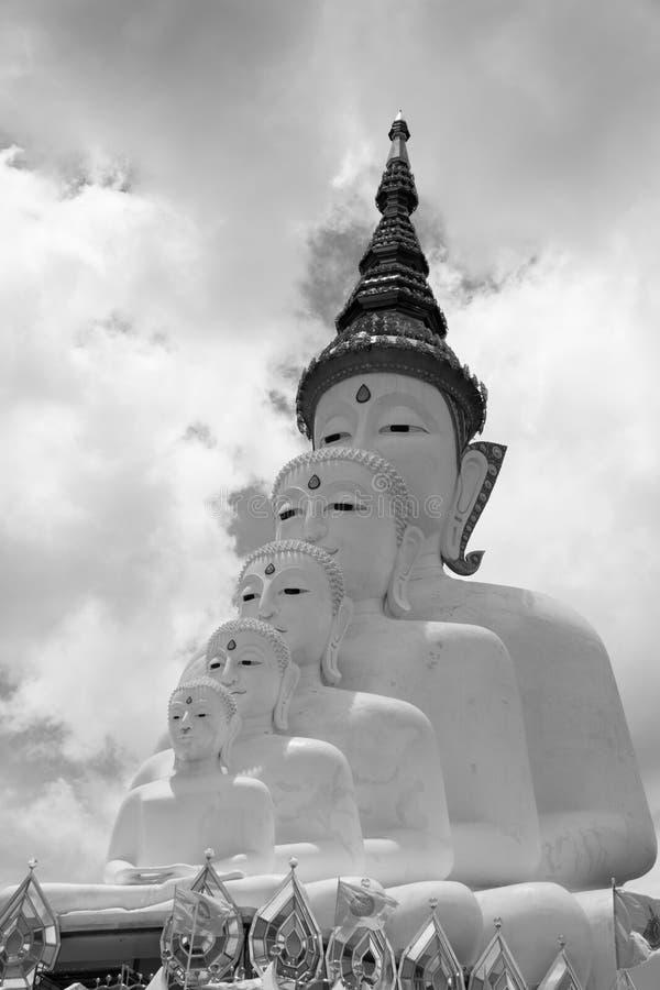Tono blanco y negro del múltiplo de la estatua de Buda fotos de archivo