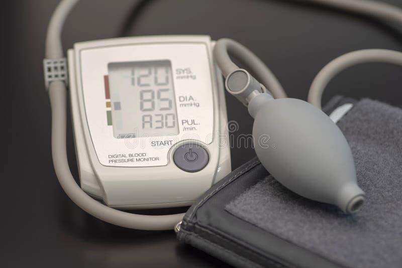 Tonometer, dispositivo médico para medir a pressão sanguínea, close-up foto de stock royalty free
