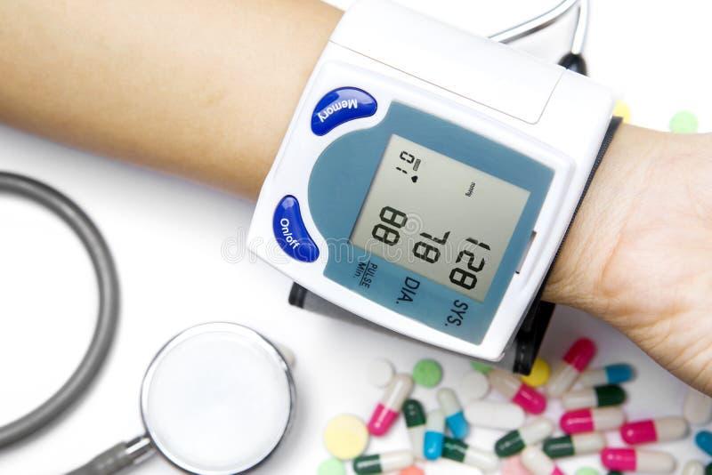 Tonometer médico isométrico en la mano paciente fotografía de archivo