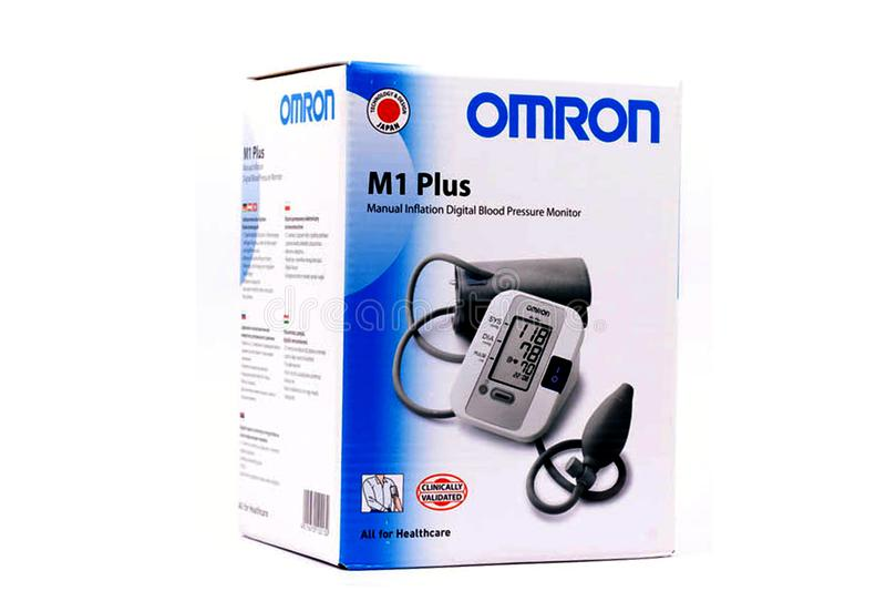 tonometer medyczny Odosobniony wizerunek Omron ciśnienia krwi maszyna fotografia royalty free