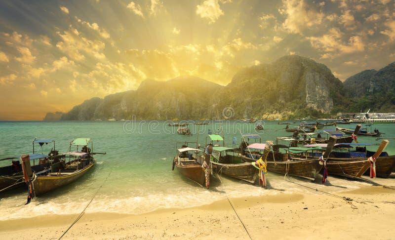 Tonsai在日落,披披岛的海滩海湾, 免版税库存图片