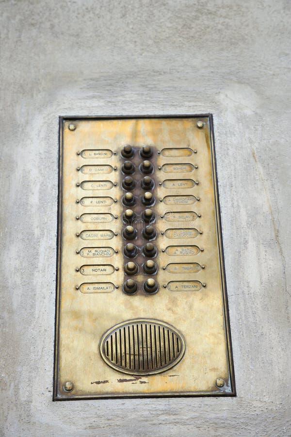 Tonsignal außerhalb der buiding Wohnung. lizenzfreies stockfoto