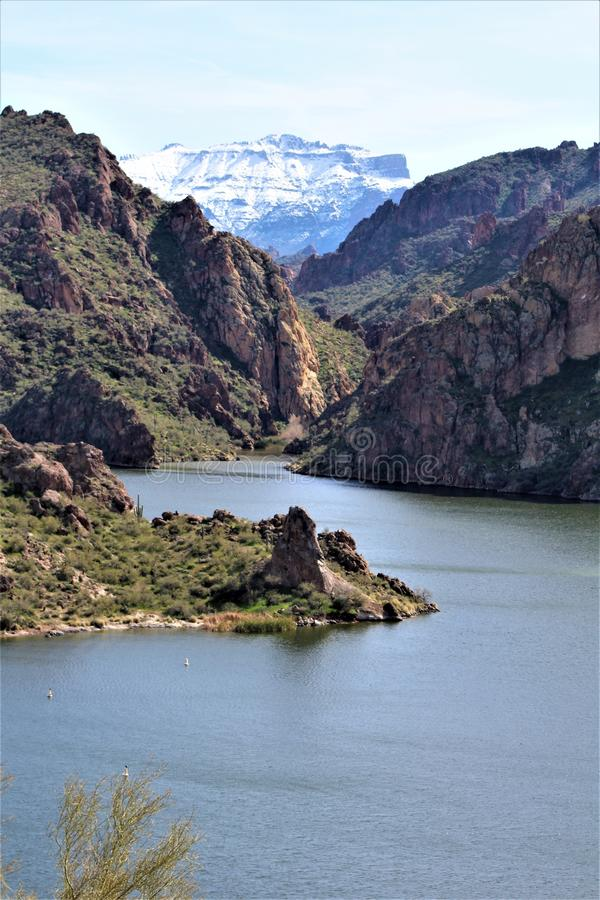 Tonto国家森林,在峡谷湖的山脉,在亚利桑那,美国 库存图片