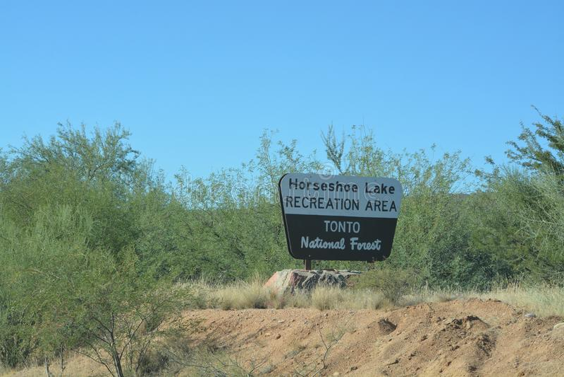 Tonto国家森林标志,马掌湖在亚利桑那 库存图片