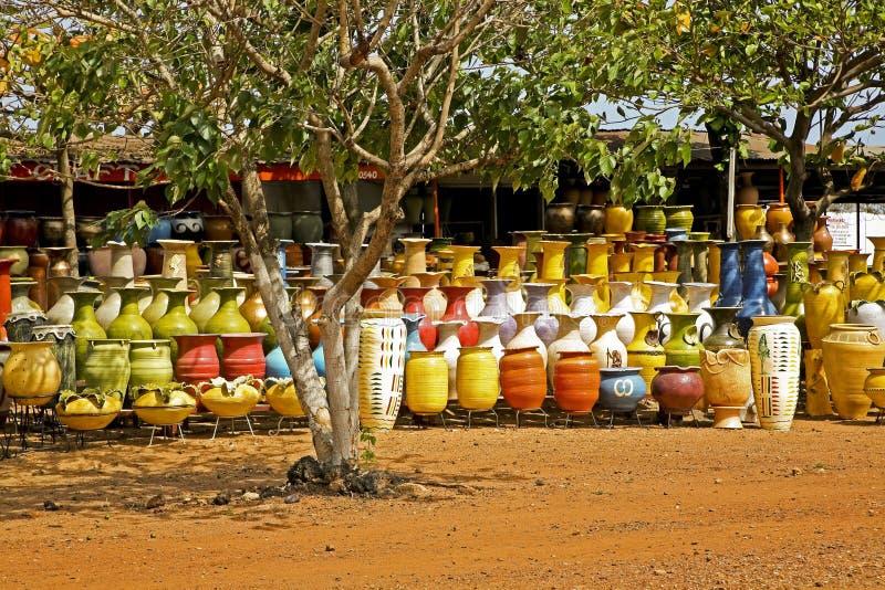 Tonwaren-Standplatz in Ghana Afrika lizenzfreie stockfotografie
