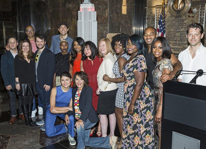 Tony Nominees Pose 2016 na entrada do Empire State Building imagem de stock