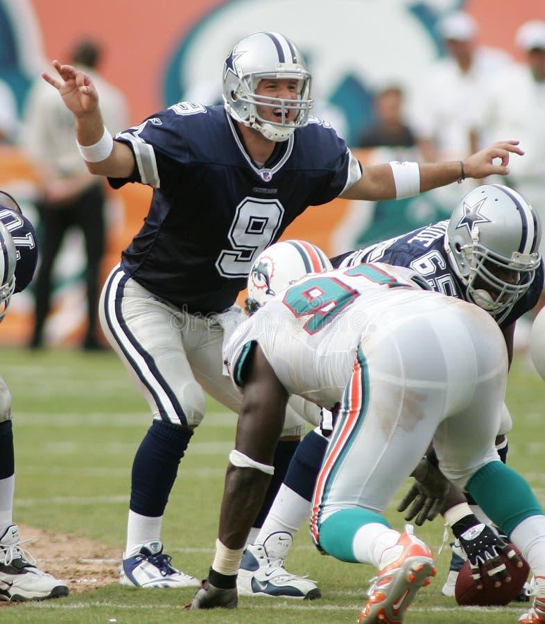 Tony Romo dans l'action de NFL images stock