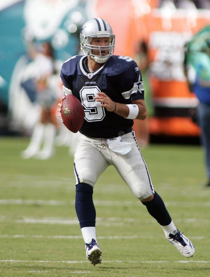 Tony Romo nell'azione del NFL immagine stock