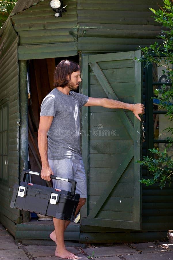 Toolbox нося человека стоковые изображения