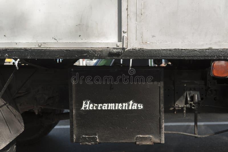 Toolbox under chassi av lastbilen fotografering för bildbyråer