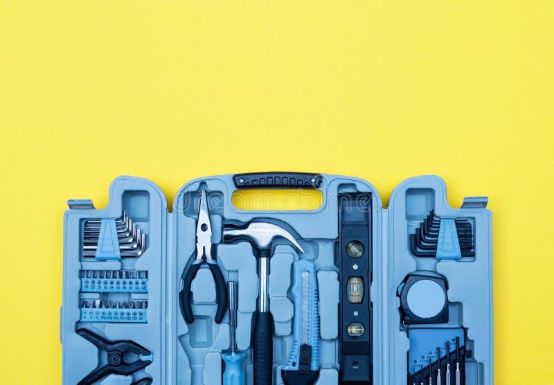 Toolbox ustawiający narzędzia Domowego ulepszenia pojęcie na żółtym tle obrazy royalty free