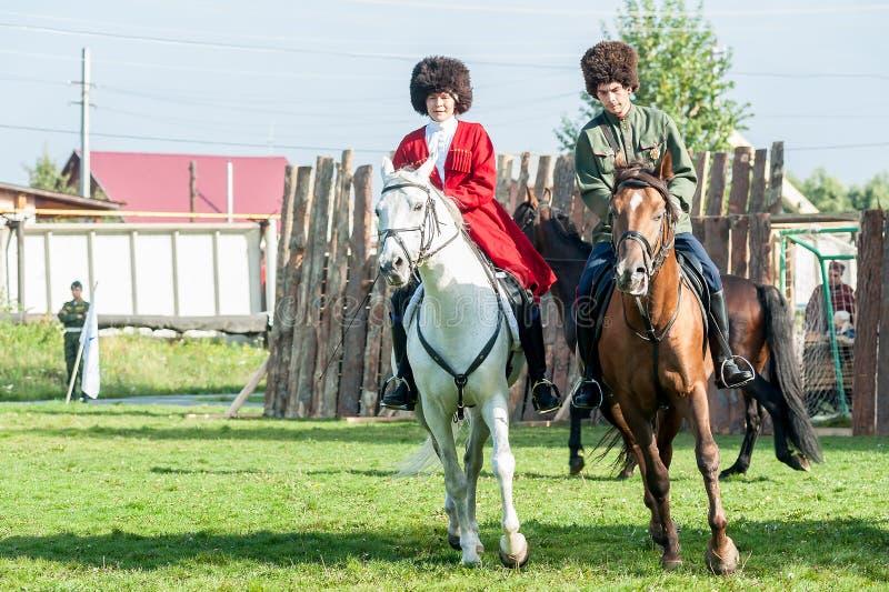 Toon van Kozakken op paarden Tyumen Rusland stock afbeelding