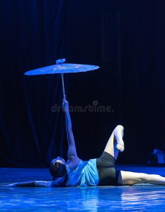 Toont de 2-Chinese Volks dans-Graduatie van het kruidnagelsmeisje van Dans Departmen royalty-vrije stock foto's
