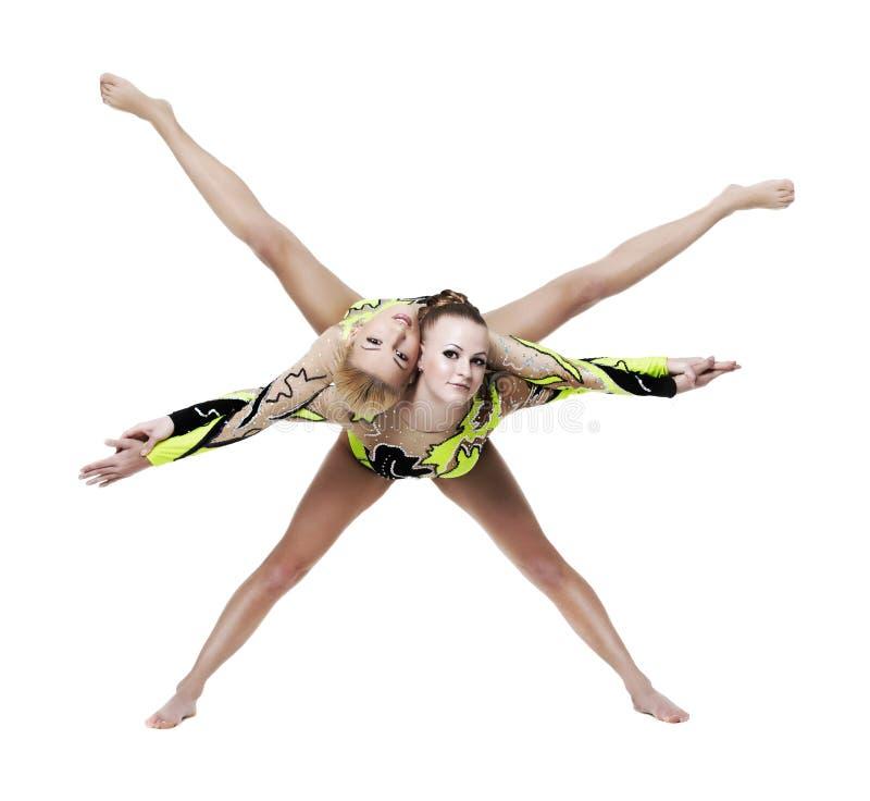 Toont jonge vrouw twee hoge gymnastiek- oefening stock foto's