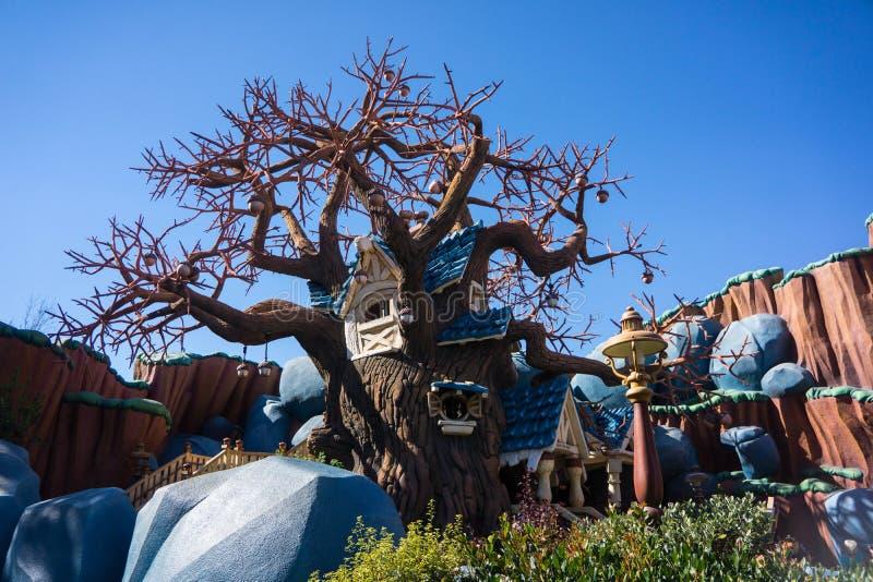 Toontownspaander en Dale Tree House Disneyland royalty-vrije stock afbeelding