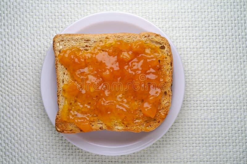 Toost met abrikozenjam royalty-vrije stock foto's