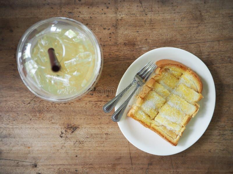 Toost met boter en suiker stock foto's