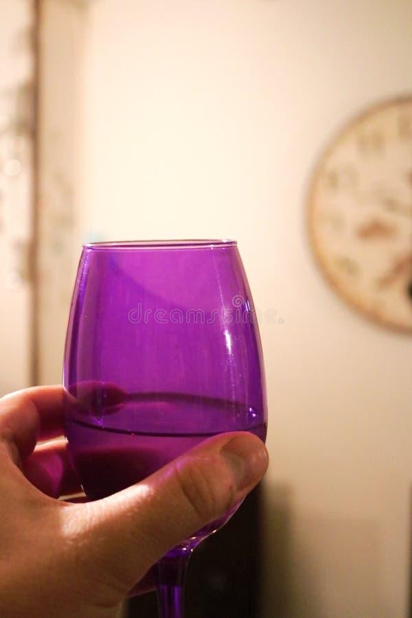 Toost met een glas wijn royalty-vrije stock afbeelding