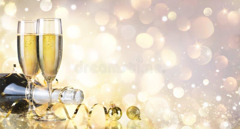 Toost met Fles en Champagne stock foto