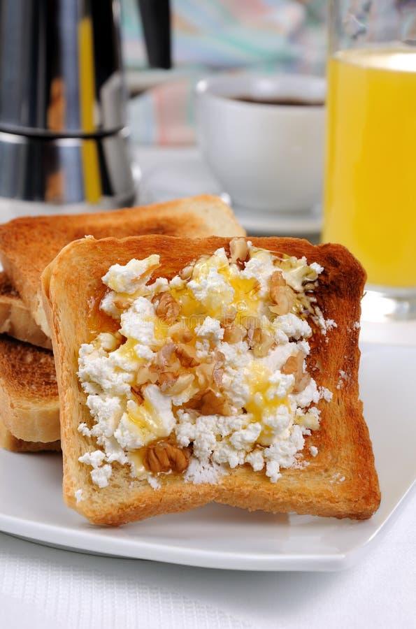 Toost met ricotta bij ontbijt royalty-vrije stock foto's