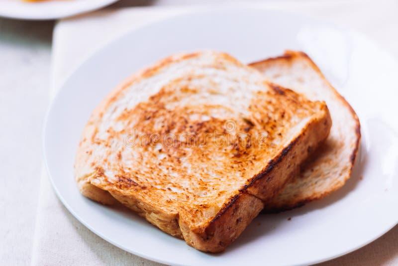 Toostbrood op witte plaat royalty-vrije stock foto